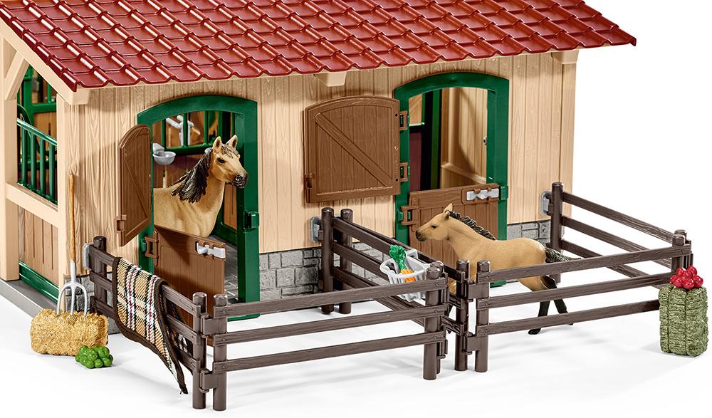 Schleich Farm World 42195 Pferdestall mit Pferden und Zubehör Action- & Spielfiguren